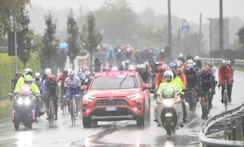magen del peloton antes de recortar la etapa 19 del Giro de Italia