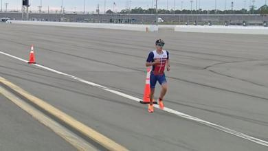 Gustav Iden liderando la carrera a pie del Challenge Daytona