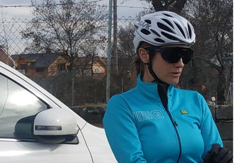 Elena Rodríguez con equipación ciclista