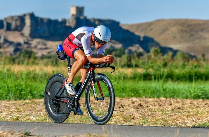 Cycling segment in a test of the Korona Triathlon