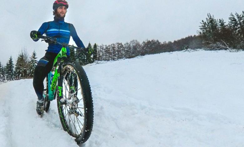 Pello Osoro training with the bicycle in the snow