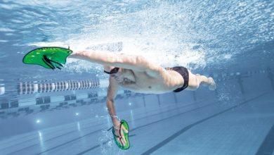 ¿Cómo usar palas de natación?
