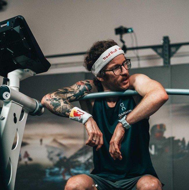 Florian Neuschwander al terminar los 100 km en cinta