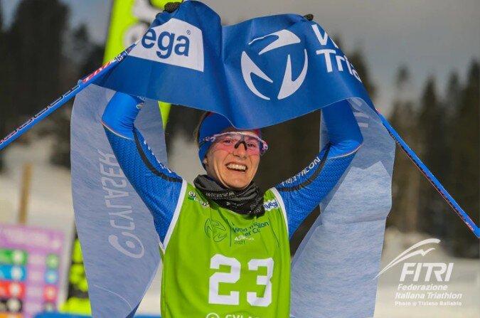 Sandra Mairhofer ganando la Copa del Mundo de Triatlón de Asiago