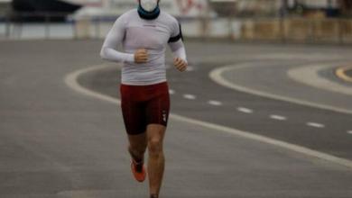 atleta entrenando con mascarilla
