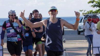 Luis de Arriba ganando ultra triatlon cozumel