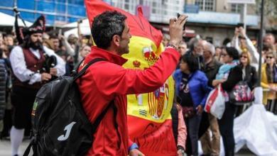 Un triatleta grupo de edad con la equipación de España
