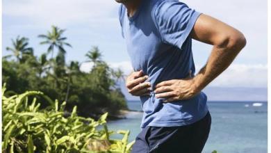 Un corredor con molestias en el estómago