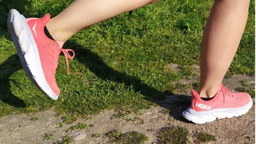 Corriendo con las zapatillas HOKA CLIFTON