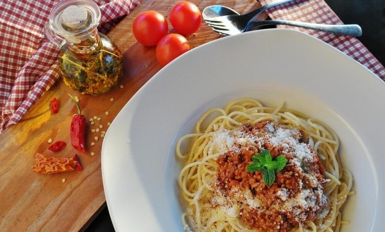 Plato de pasta con carne