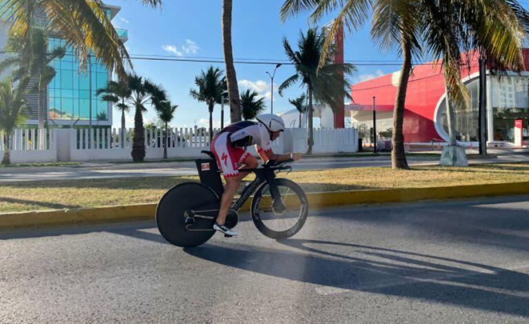 Javier Gómez Noya wins the Cancun Challenge