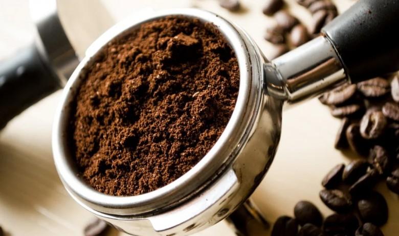 Does caffeine improve performance for everyone equally?
