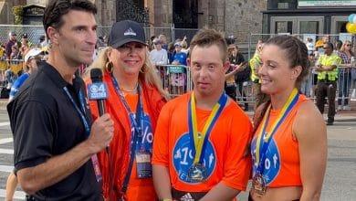 Chris Nikic termine son premier marathon à Boston