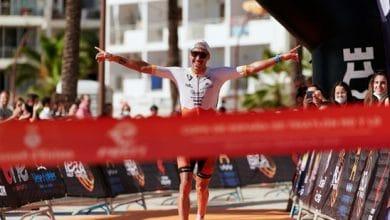 JON IZETA/ Emilio Aguayo ganando el Ibiza Half Triathlon